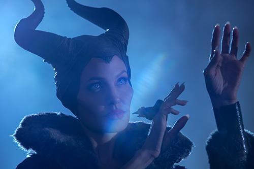angelina jolie quyen ru me hon trong maleficent - 5