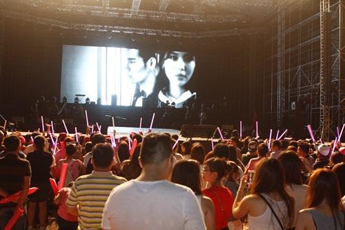 """snsd """"lam mua lam gio"""" san khau hec korea festival - 36"""