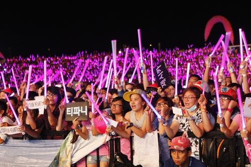 """snsd """"lam mua lam gio"""" san khau hec korea festival - 38"""