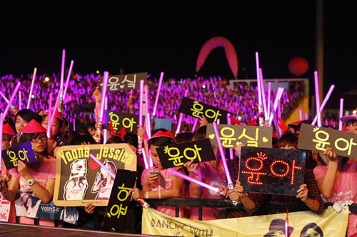 """snsd """"lam mua lam gio"""" san khau hec korea festival - 37"""