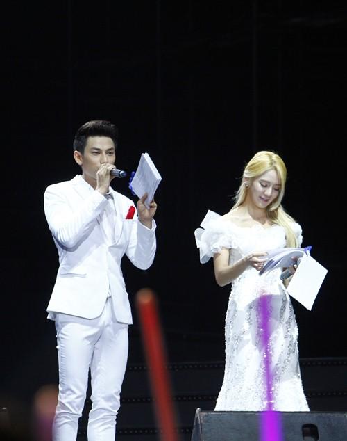 """snsd """"lam mua lam gio"""" san khau hec korea festival - 35"""