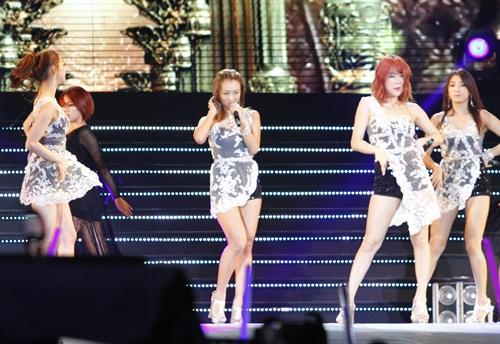 """snsd """"lam mua lam gio"""" san khau hec korea festival - 28"""