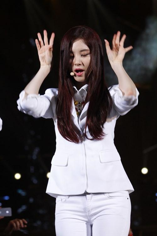 """snsd """"lam mua lam gio"""" san khau hec korea festival - 9"""