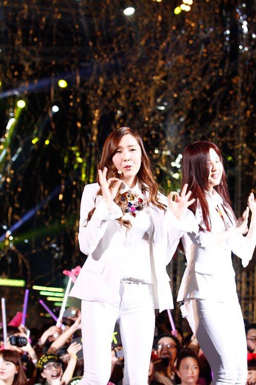 """snsd """"lam mua lam gio"""" san khau hec korea festival - 12"""