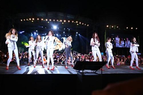 """snsd """"lam mua lam gio"""" san khau hec korea festival - 1"""