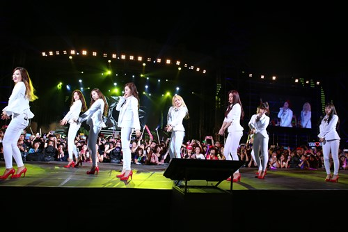 """snsd """"lam mua lam gio"""" san khau hec korea festival - 2"""