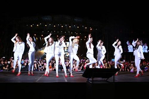 """snsd """"lam mua lam gio"""" san khau hec korea festival - 3"""
