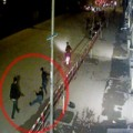 Tin tức - Video: Đón xe ngoài cổng, bị cò mồi hành hung
