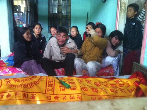 5 hoc sinh thuong vong tren duong di cam trai - 2