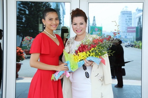 "hh phu nhan 2014 ve nuoc day ""quyen luc"" - 7"