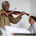 Eva Yêu - Cụ ông đàn violon chăm vợ bị bệnh
