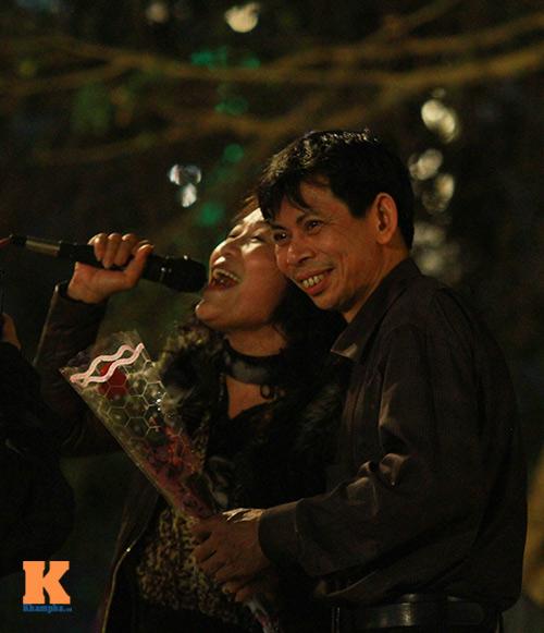 du khach tro tai hat karaoke tai ho guom - 12