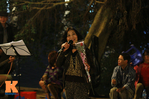 du khach tro tai hat karaoke tai ho guom - 14