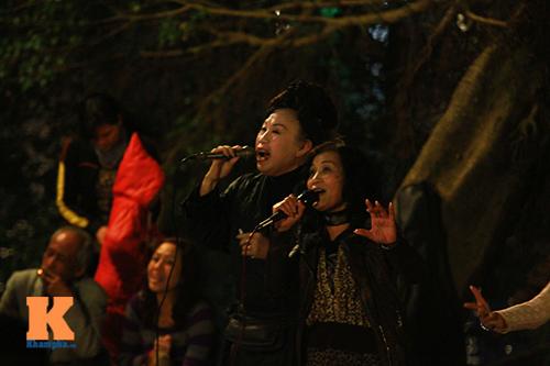 du khach tro tai hat karaoke tai ho guom - 4
