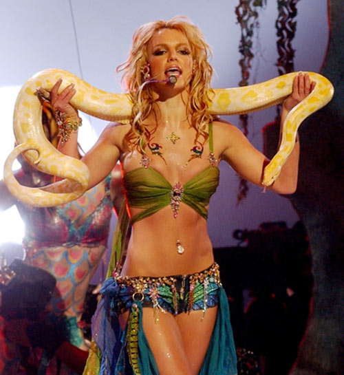 britney spears gia di trong thay - 14