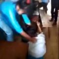 Tin tức - Phản cảm clip nữ sinh đánh nhau, nam sinh cổ vũ