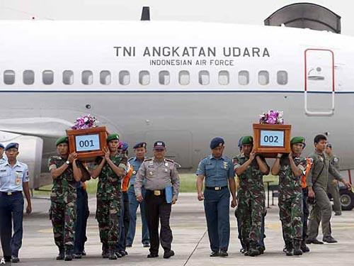 may bay airasia qz8501 vo khi cham mat bien? - 2