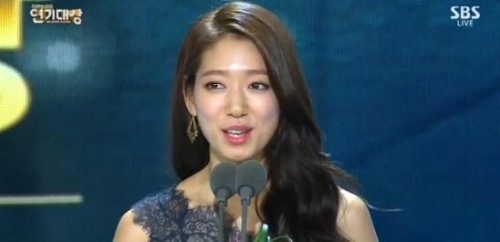 """minh tinh trai dat"" jeon ji hyun chien thang daesang - 4"