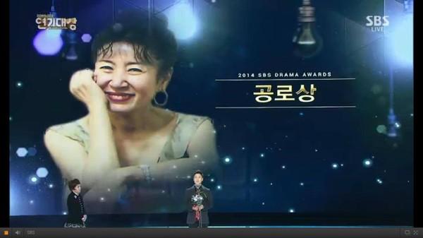 """minh tinh trai dat"" jeon ji hyun chien thang daesang - 6"