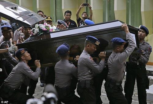 nghen ngao tang le nan nhan dau tien vu qz8501 - 2