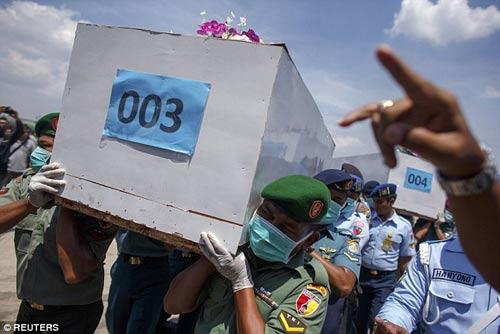 nghen ngao tang le nan nhan dau tien vu qz8501 - 8