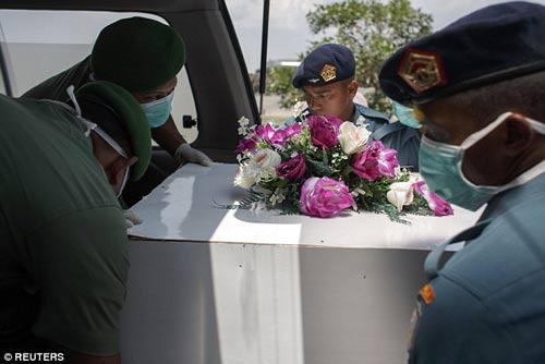 nghen ngao tang le nan nhan dau tien vu qz8501 - 10