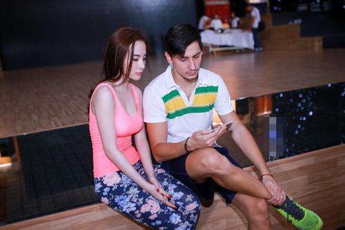 angela phuong trinh khoe eo thon tren san tap - 3