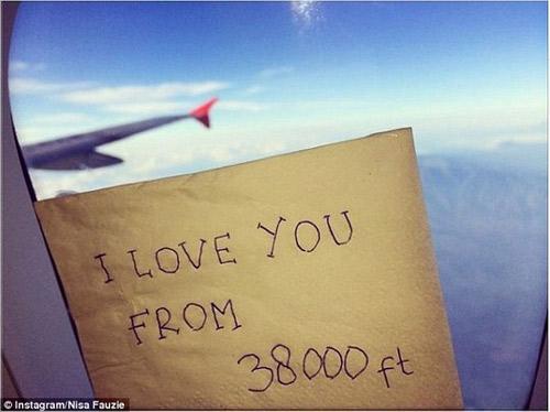 "nu tiep vien qz8501 ""yeu anh tu 11.582m"": dan mang xot thuong - 2"