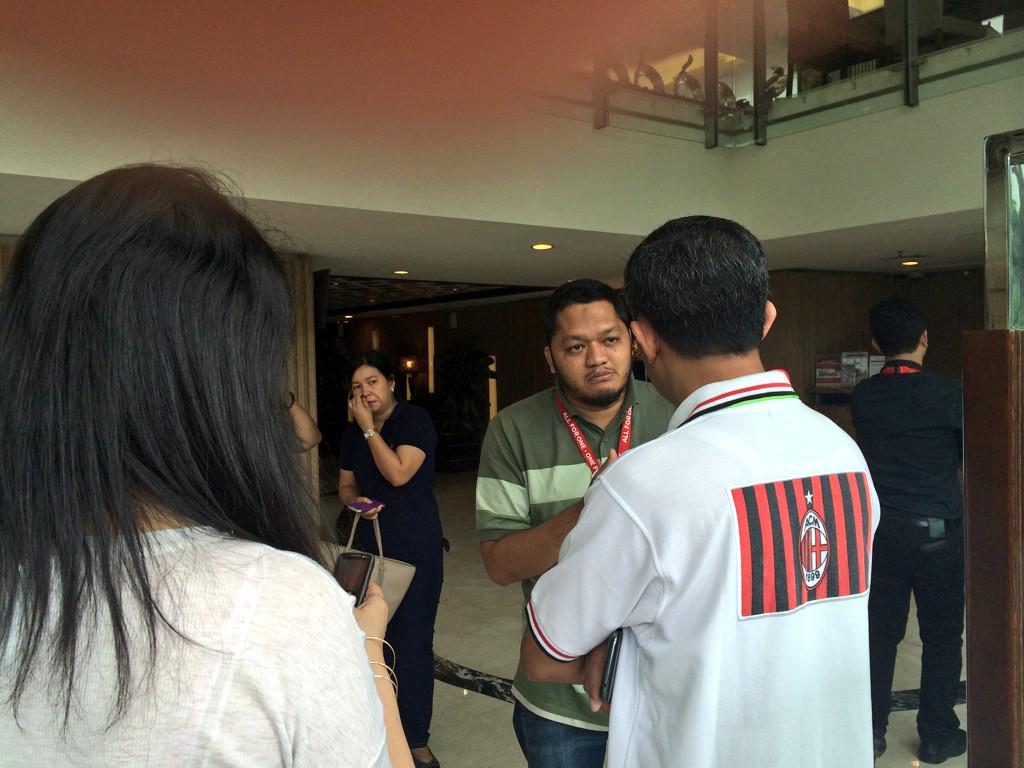 gia dinh hanh khach qz8501 tan nat coi long cho nhan dang nguoi than - 3