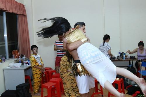 "angela phuong trinh gap ""su co"" khi hoa than nu hoang ai cap - 4"