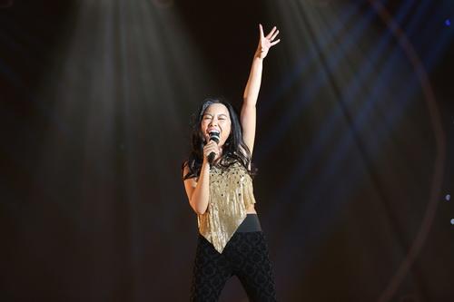 "chong tay be con len san khau ""to tinh"" cung doan trang - 9"