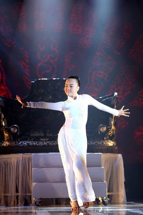"chong tay be con len san khau ""to tinh"" cung doan trang - 13"