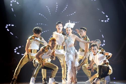 "chong tay be con len san khau ""to tinh"" cung doan trang - 16"