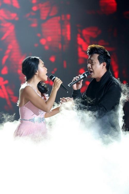 "chong tay be con len san khau ""to tinh"" cung doan trang - 2"