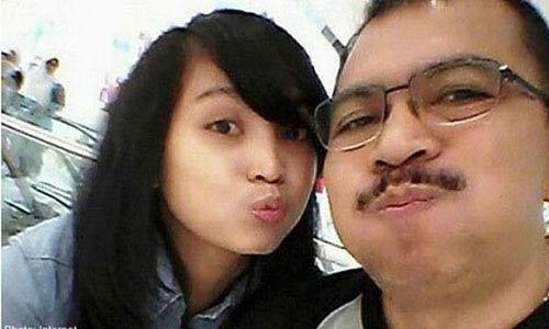 con gai co truong qz8501: 'cha toi chi la nan nhan' - 1