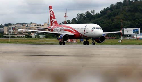 may bay airasia chet may kem tieng no lon - 1