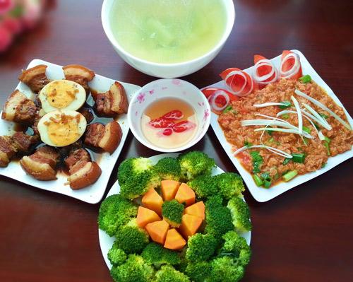 bua an chua day 80.000 van duoc khen nuc loi - 1