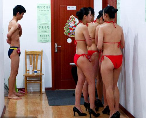 tq: tranh cai vi nu sinh mac bikini, co ro trong gia ret - 6