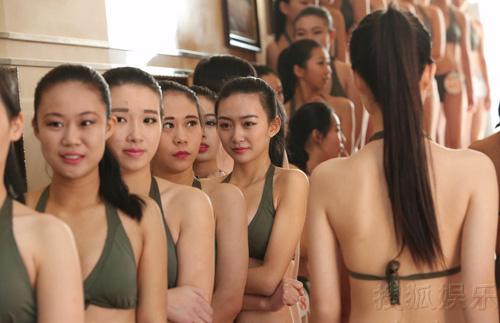 tq: tranh cai vi nu sinh mac bikini, co ro trong gia ret - 11