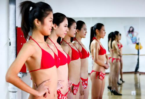 tq: tranh cai vi nu sinh mac bikini, co ro trong gia ret - 2
