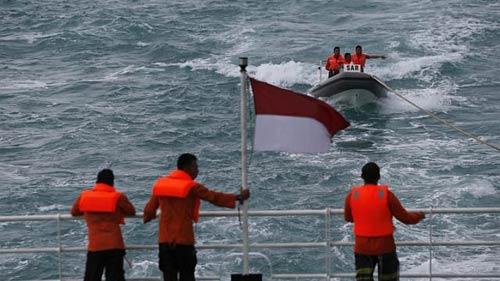 vu qz8501: nguoi nha nan nhan truc tiep ra bien tim kiem - 1