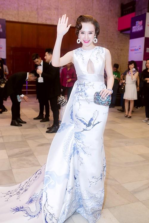 angela phuong trinh long lay nhu ba hoang tren tham do - 1