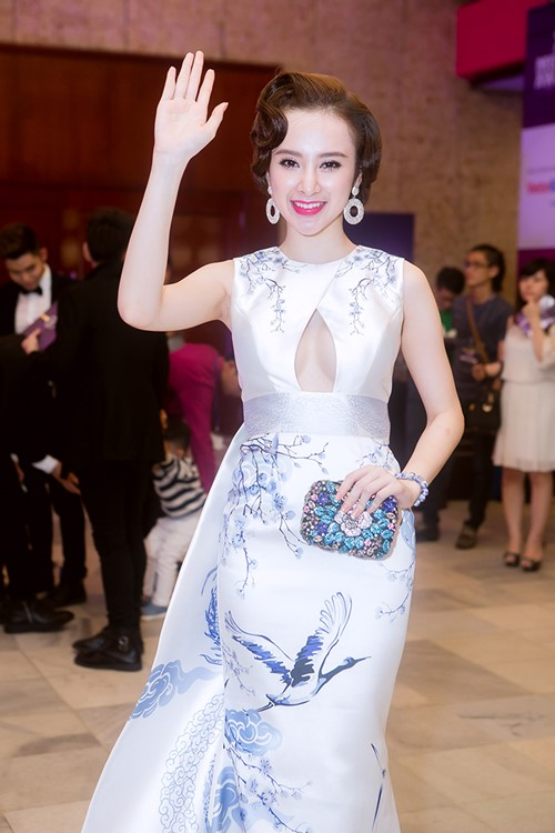 angela phuong trinh long lay nhu ba hoang tren tham do - 2