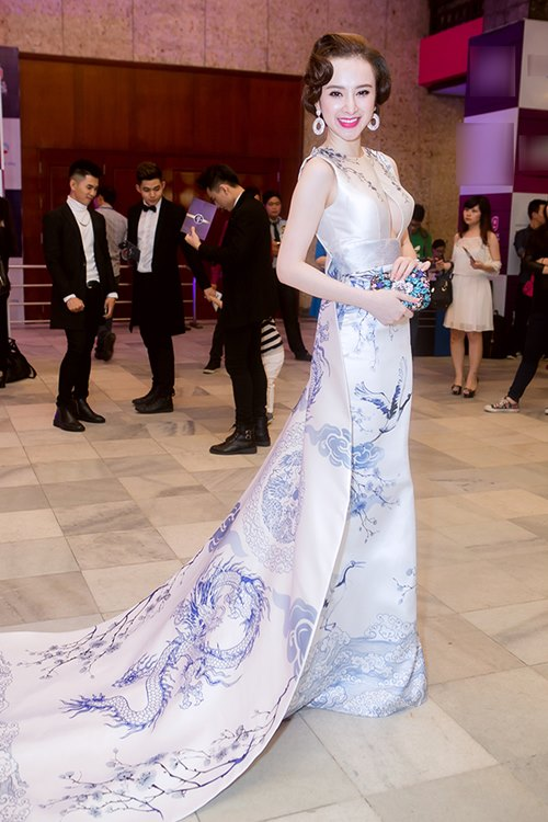 angela phuong trinh long lay nhu ba hoang tren tham do - 8