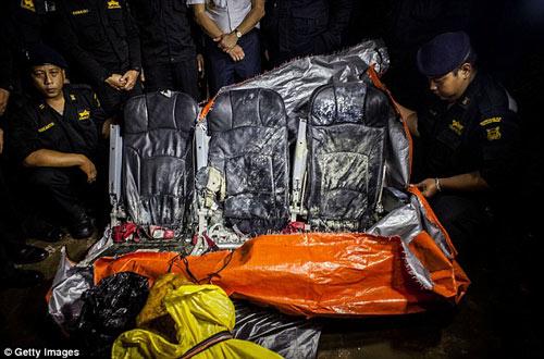 bat khoc nhung hinh anh dau thuong vu qz8501 - 1