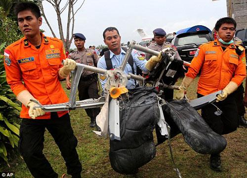 bat khoc nhung hinh anh dau thuong vu qz8501 - 3