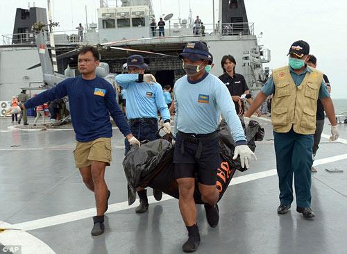 bat khoc nhung hinh anh dau thuong vu qz8501 - 9