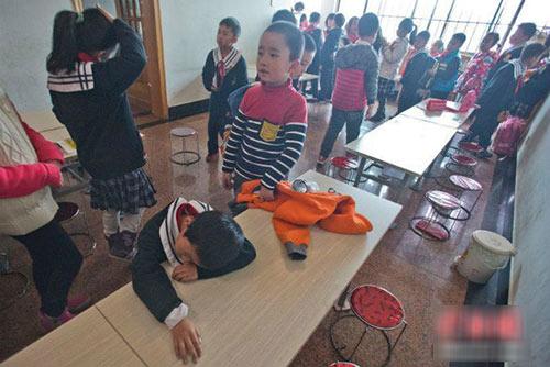 thu phi thang may 18 nghin/lan, tre tieu hoc leo bo 22 tang - 3