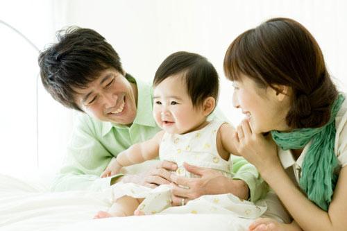 """gai khon luon biet cach """"ninh chong"""" dung luc - 1"""