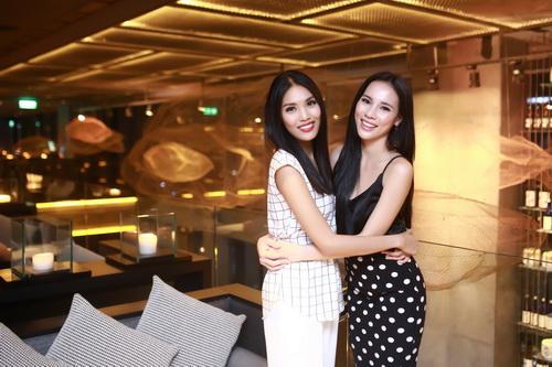 """lan khue khong """"lep ve"""" ben hoa hau the gioi 2011 - 4"""